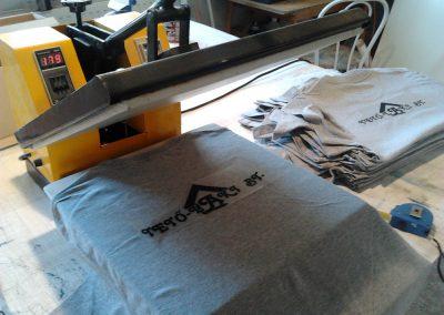 Corner GR - pólók feliratozása, hőtranszferes eljárással